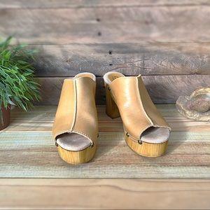 Sbicca Manzanita leather & wood grain platform